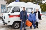 Механик Игорь Суржиков, фельдшер Людмила Титяева и Алла Драчева (слева направо) уверены, что новый современный автомобиль поможет спасти не одну жизнь.