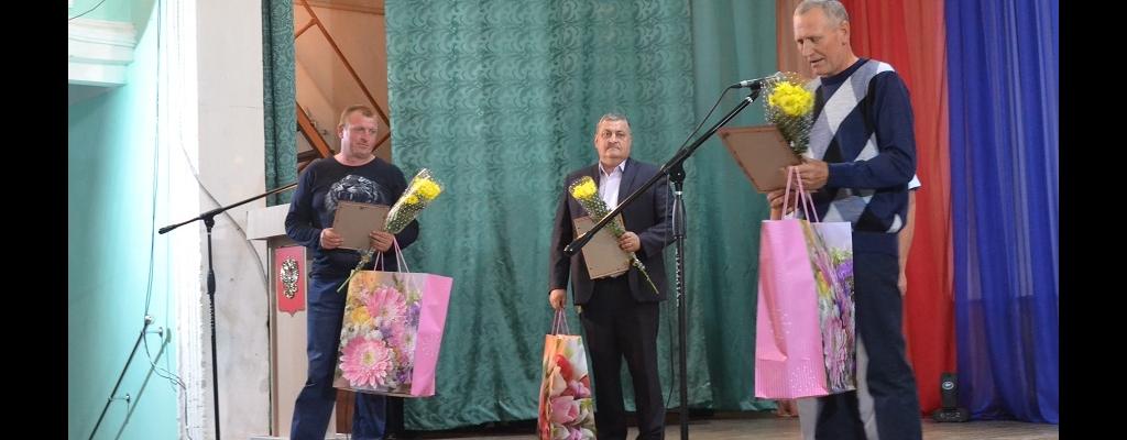 Заслуженные отцы города и района принимают поздравления