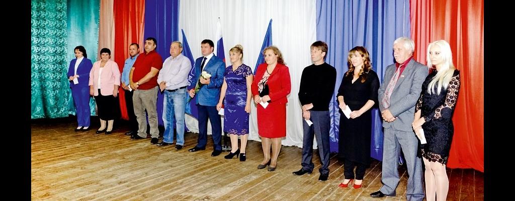 Вновь избранные депутаты Представительного Собрания  и глава Льговского района принимают поздравления