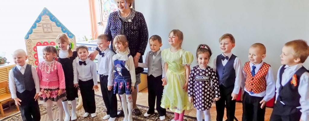 Завершилось посещение А.О. Коллегаевой Большеугонской СОШ праздником в честь первой годовщины открытия здесь дошкольной группы