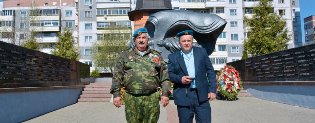 Иван Иванович Медовкин со своим сослуживцем и одноклассником Олегом Попченко (слева направо)