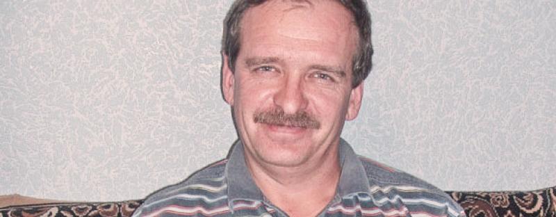 Михин Евгений Васильевич, 1969 года рождения. На вид 45-50 лет. Особые приметы: носит усы и немного заикается.