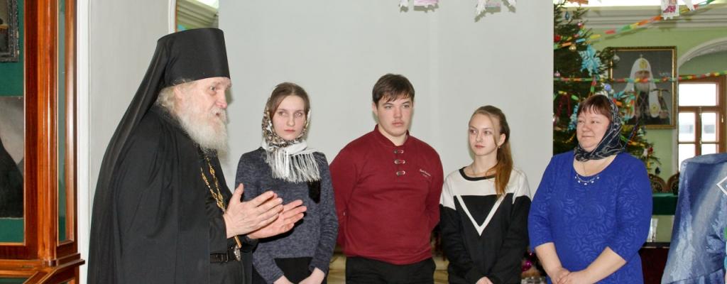 Игумен Киприан Ященко, Настя Клименко, Владимир Будяков, Эрна Шиц, Г. Н. Стрельникова (слева направо)