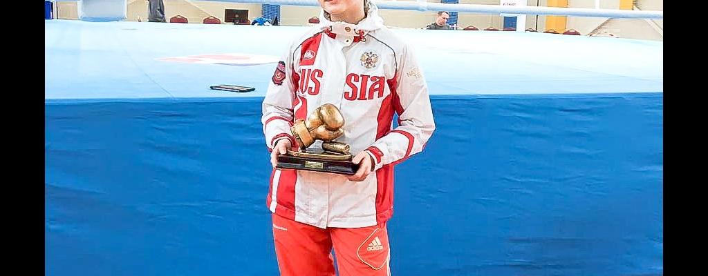 Кроме диплома за 1-е место и медали, нашей Лере вручили спецприз «Лучший боксер турнира»