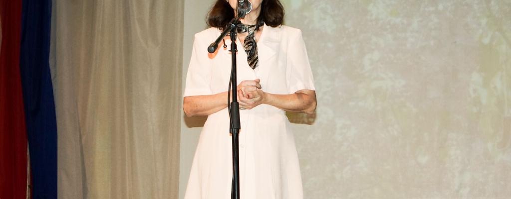 Музыкально-поэтическую программу «Влюблённость говорит стихами» организовала и провела автор стихов и песен Людмила Романова