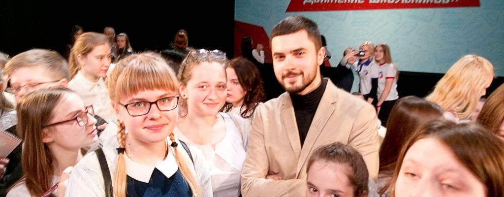 С молодым и талантливым корреспондентом первого канала Антоном Исюковым...