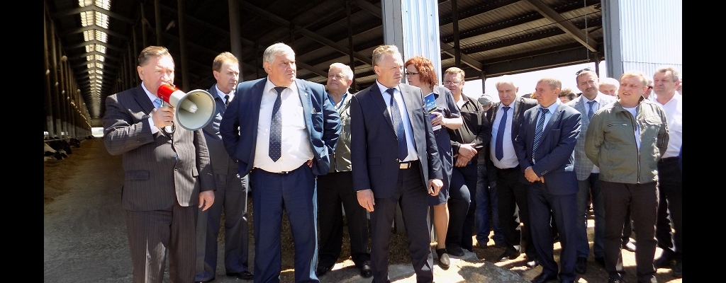 Участники семинара во главе с губернатором Курской области А. Н. Михайловым посетили одно из лучших предприятий области – ООО «Молочник»