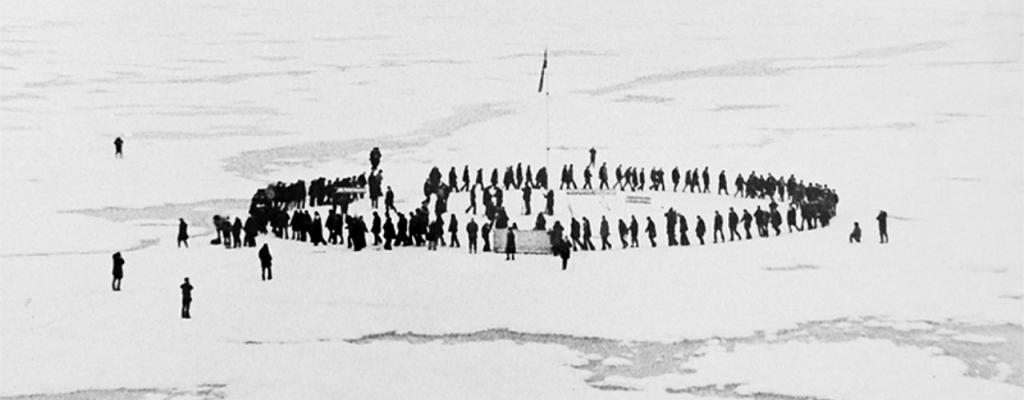 Обогнуть земной шар всего за пять минут можно только на Северном полюсе. Впервые это сделали советские морякиполярники 17 августа 1977 г.