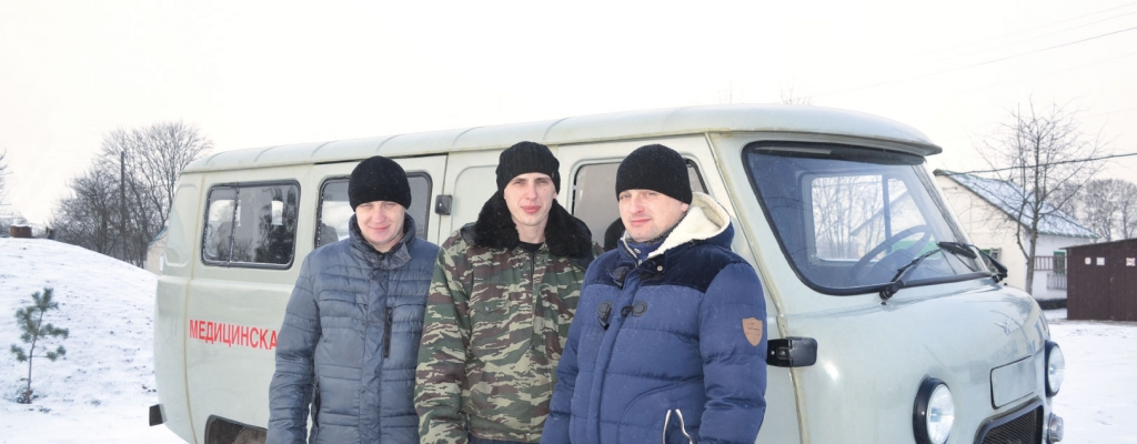 Водитель автомобиля Юрий Плахин и фельдшера Александр Мамаев и Сергей Шестаков