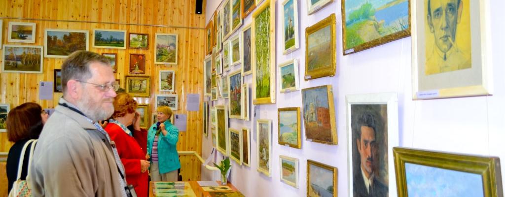 Писатель Б. П. Агеев считает, что на выставке представлено много интересных работ