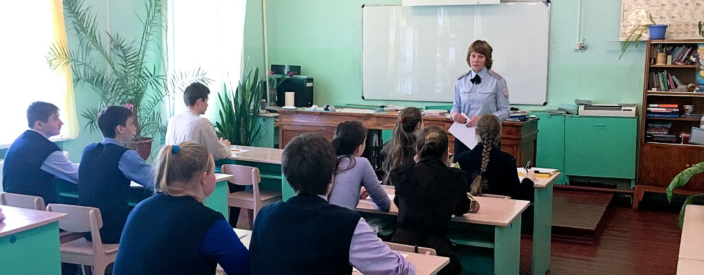 Ученикам 8-9 классов были предложены тесты, состоящие из десяти вопросов...