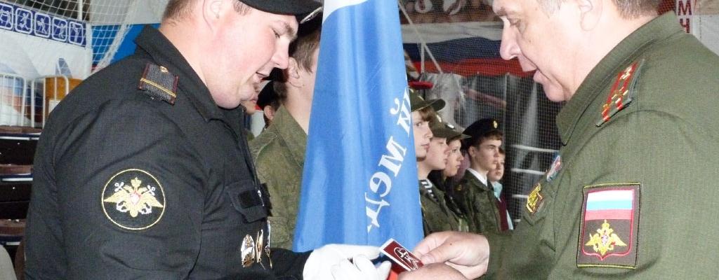 Ряды юнармейцев пополнили около сотни учащихся городских школ и воспитанники военно-патриотических клубов....